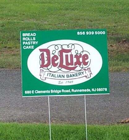 DeLuxe Bakery